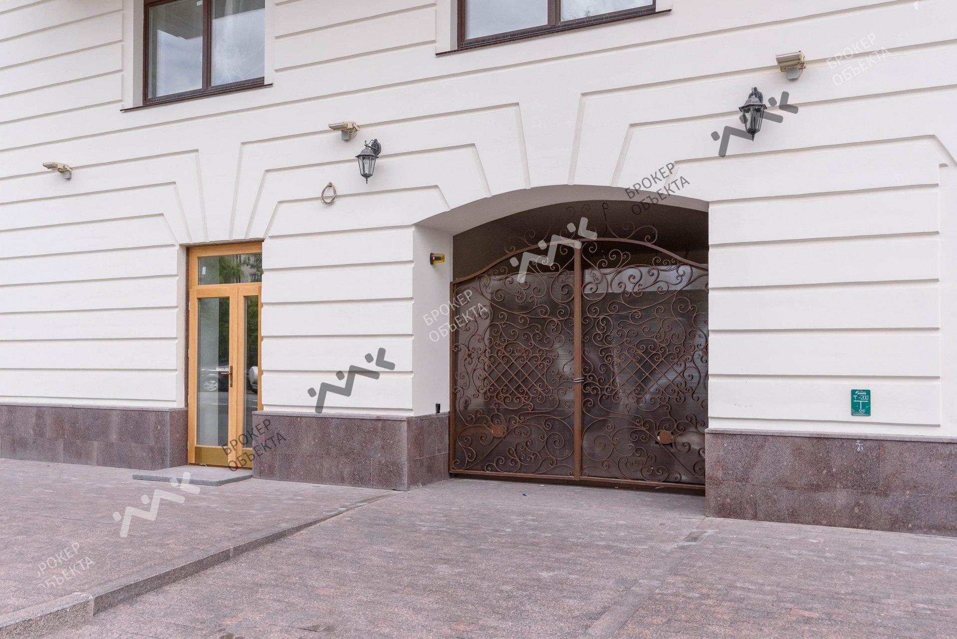 Петроградец